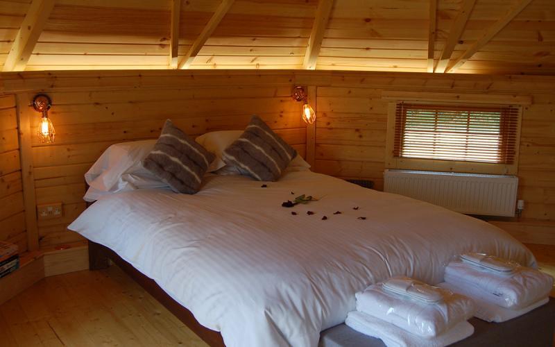 Romantic Lodges - Bed